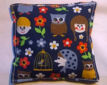 Cushion with cherry kernels in GOTS cotton