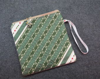 Forest Green Lace wristlet zippered bag