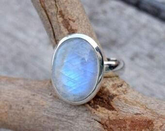 Beautiful Moonstone ring, Stone ring, Silver ring, Rainbow ring, 925 sterling Silver ring,Moonstone,Moonstone Silver ring,Boho Band Ring