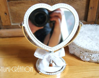 Small cosmetic mirror silver and white