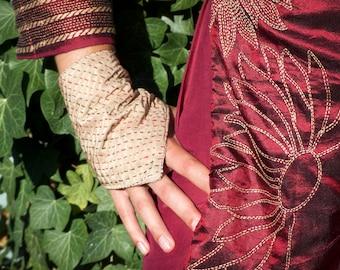Hand embroidered silk reversible mitains – beige – black - red