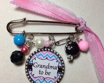 Grandma to be Pin, Personalized Baby Shower Gift, Grandmother To Be Brooch