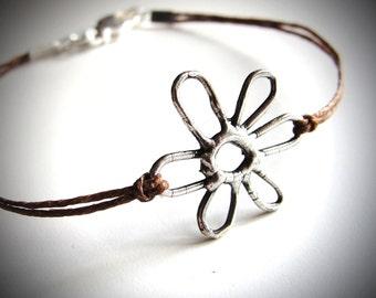 Flower bracelet on colored linen, Spring Daisy Bracelet, friendship bracelet, festival, ready to ship gift, gift for woman, nature bracelet