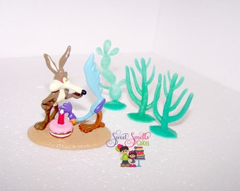 Coyote and The Roadrunner cake topper, cake toppers, cake decorating, cake decorating supplies, plastic cake toppers