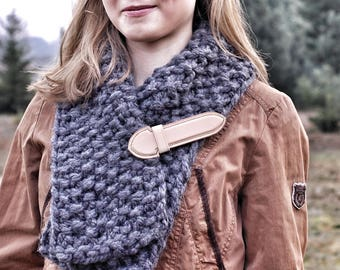 Handmade wool scarf with leather closure; Custom women's knit scarf; Women handmade knitted scarf