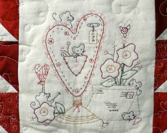 Lil Mouse VALENTINE holder pattern PDF- primitive stitchery cupid heart quilt wallhanging posies flowers embroidery