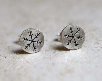 Boucles d'oreilles flocon de neige, boucles d'oreilles l'hiver, bijoux de flocon de neige, boucles d'oreilles argentées, boucles d'oreilles neige, flocon de cristal, boucles d'oreilles flocon de neige, petit flocon de neige