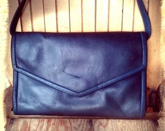LITTLE BLUE   ///     Navy Leather Purse Clutch Organizer