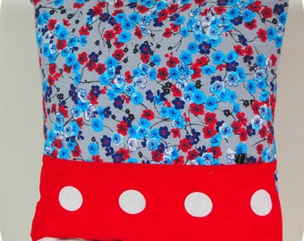 Cover of pillow in cotton with closure