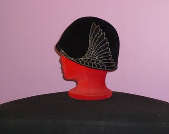 Vintage Makins black felt cloche hat with one beaded wing