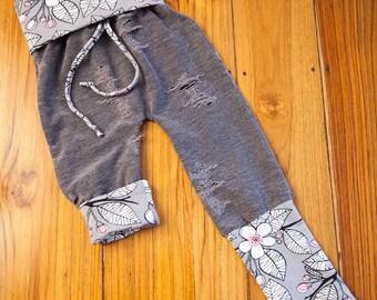 Pantalon évolutif 9-36 mois coupe confort : Fleurs & fausse usure