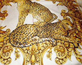 "Lise Watier huge polyester scarf, fall Italy.Beau large Lise Watier scarf - 34 ""x 34"""