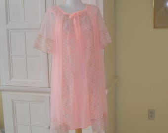 50's, 60's peach short nylon peignoir set, lace trim on robe, plain nylon trict nightgown, size small, beautiful color with wide lace trim