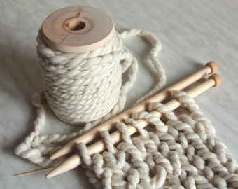 Extra chunky / super bulky merino wool yarn Gulliver 3.5oz  8-10 yards 18mc / 100g 7-9m extreme knitting blanket yarn pouf yarn
