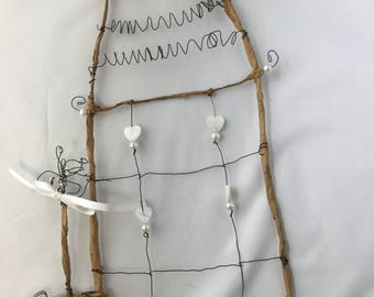 Home to create wire hearts
