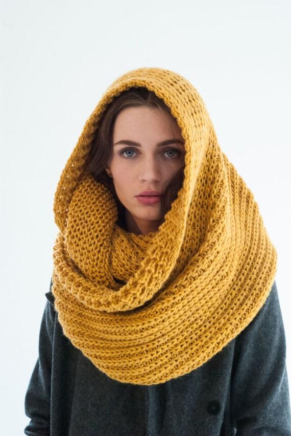 Infinity Scarf / Chunky Knit Scarf / Winter Shawl / Loop Scarf