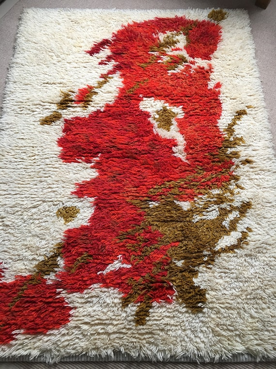 Vintage Swedish ryamatta circa 1970's of abstract design in cream, red and gold