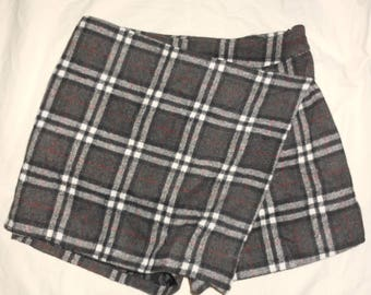VTG 90s S W26 Gray Black Tartan Plaid High Waist Wool Lined Skirt Shorts Kilt Skort Grunge Punk Rock Goth Club Kid Raver Retro