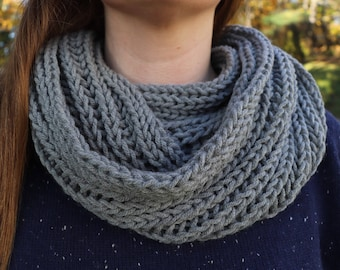 Gray Infinity Scarf, Grey Knit Infinity Scarf, Chunky Scarf, Brioche Scarf, Brioche Knit Scarf, Warm Winter Scarf, Gray Circle Scarf