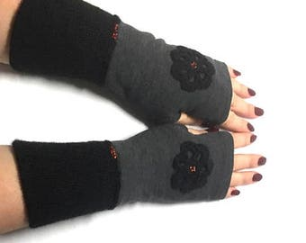 Fingerless gloves with knitted cuffs and flowers