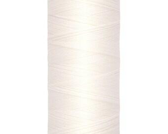 Sewing thread off-white Gutermann collar. 111