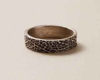 sage leaf band || minimalist ring || textured band
