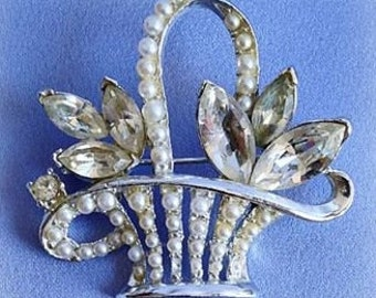 Clear rhs (marquis) Pearl on Silver Basket Pin