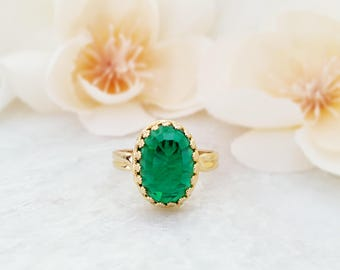 Emerald Green Ring - May Birthday Jewelry - May Birthstone Ring - Green Crystal Ring - Green Glass Ring - Statement Rings For Women R3000