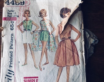 60s Simplicity 4489 Convertible Summer Playsuit - Wrap Around Skirt, Shorts, Blouse Size 11 Bust 31