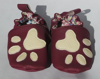 """Paws"" baby booties size 18/19"