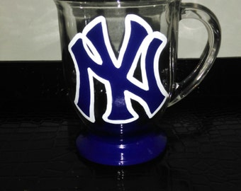 New York Yankees hand painted 16 oz. glass mug