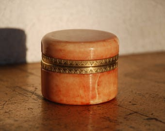 Tin Alabaster from the 70s with Deckelschanier and metal edge mount-really nice Vintageschätzchen for pills or rings