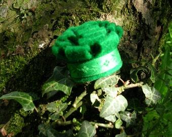 Emerald green felt pin brooch.