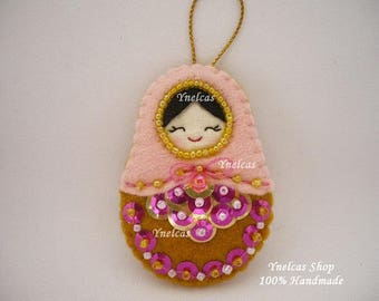 Matryoshka Felt Christmas Ornament - Babushka Russian Doll Christmas Tree Decoration - Felt Handmade