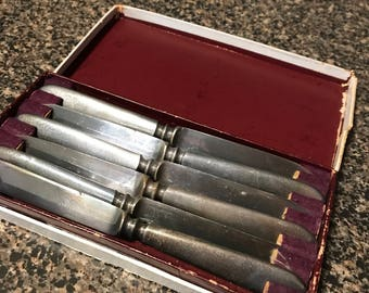 6 Vintage Wilcox Silverplate Co. Spreader Knives in Original Box