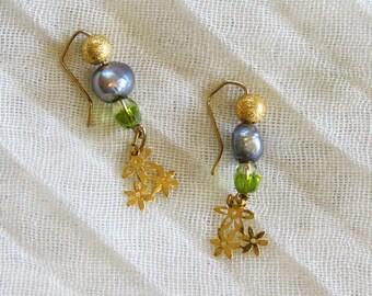 Earrings. Bridal Shower Earrings. Wedding Jewelry. Pearls & Flowers Earrings. Israeli Bridal Shower Jewelry. Made In Israel. FREE SHIPPING!