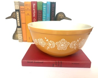 Vintage Pyrex 403 Butterfly Gold Mixing Two and a half Quart Bowl