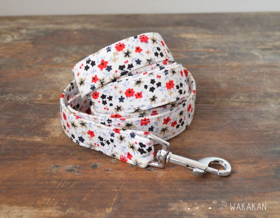 Leash for dog model Snow Flowers. Handmade with 100% cotton fabric and webbing. Two width available. Wakakan