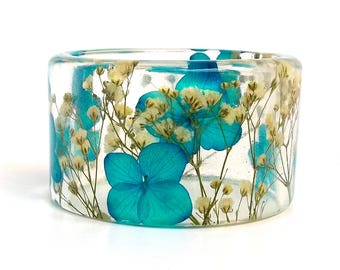 Size Small Botanical Resin Bangle with Blue Hydrangeas and Baby's Breath.  Chunky Bangle with Pressed Flowers.  Real Flowers