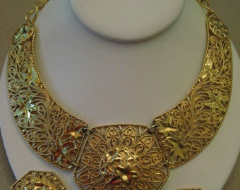 JOSE MARIA BARRERA Falling Leaves For Avon Bib Necklace Spanish Style Ivy Design Gold Tone Metal Vintage