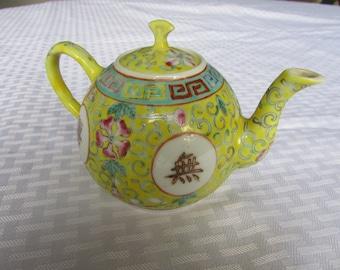 SALE:  Signed Antique Chinese Bao Xiang Hua Wan Shou Wu Jiang Teapot from the Da Qing Guangzu Nian Zhi Period (1875-1908) / Longevity Symbol