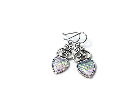 Heart of mermaid dangle earrings - Pearly dreams - Hypoallergenic pure titanium, stainless steel and resin