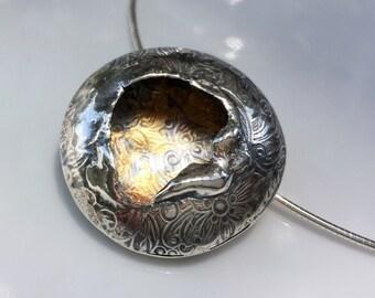 Argent pendentif, pendentif or, pendentif Keum-boo, argent et or, kum-boo, collier, pendentif en argent sterling forme creuse, argent et or