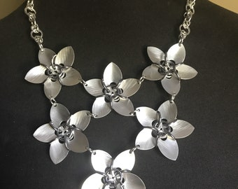 6 Scale Flowers Chainmaille Necklace