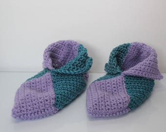 booties in purple and blue crochet yarn size 39-40