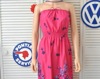 Vintage 70s Women's Strapless Sun Dress Beach Cover/Magenta Pink Tropical Floral Print/Elastic Bodice & Waist/Theater Costume Medium as is