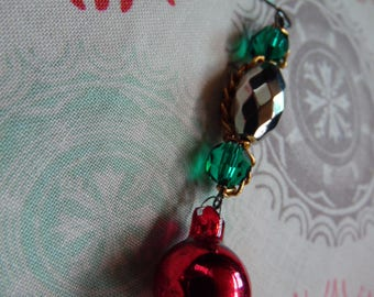 Green and Silver Holiday Earrings//Vintage Style Christmas Ornament Earrings//Chain and Bead Earrings//Red Bobble Earrings For Her