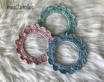 Frame flower crochet embellished with a tricolor thread iridescent