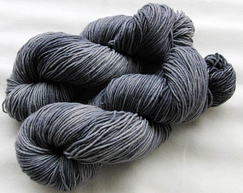 Handpainted  DK Sock Yarn, 75 Wool  superwash, 25 Nylon 200g 7.0 oz.  Nr. 128