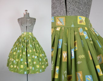 1950's Green Leaf Novelty Print Cotton Circle Skirt / Size Small